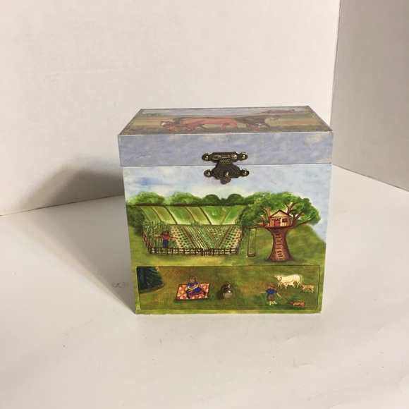 Adorable Horse Musical Jewelry Box!